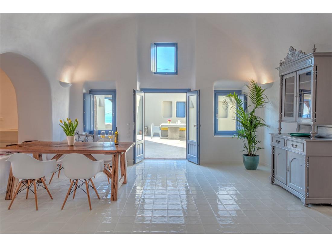 inspirasi desain ruang tamu unik rumah di santorini